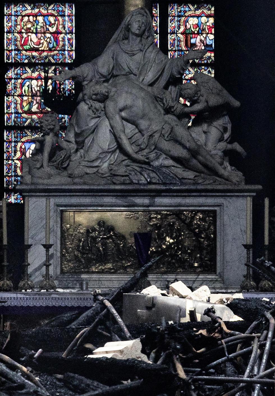 נזקי ה שריפה קתדרלה נוטרדאם פריז צרפת (צילום: gettyimages)