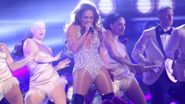 Концерт Джей Ло обещает быть невиданным по количеству хитов и эффектов. Фото: AP Images