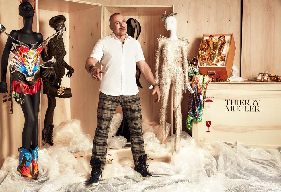 """""""אופנה היא דבר יפה, אמנות בתלת ממד על גוף האדם, אבל זה לא הספיק לי כמעצב. זה כבר לא היה הכלי הנכון בשבילי"""". מנפרד טיירי מוגלר (צילום: Max Abadian©)"""