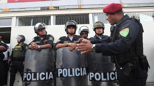 נשיא פרו לשעבר אלן גרסיה ירה בעצמו בעת מעצרו (צילום: AP)
