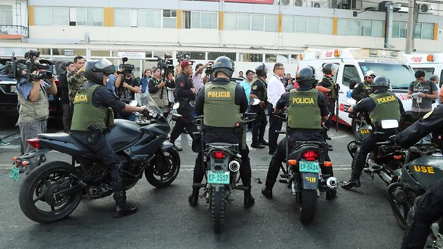 נשיא פרו לשעבר אלן גרסיה ירה בעצמו בעת מעצרו (צילום: רויטרס)
