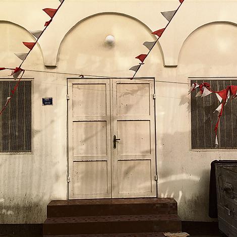 דלת הכניסה של בית הכנסת הנטוש