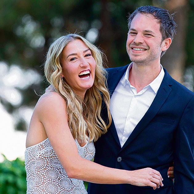 """עם ד""""ר  אילון רם ביום חתונתם. """"זה לא שחיפשתי דווקא רופא"""""""
