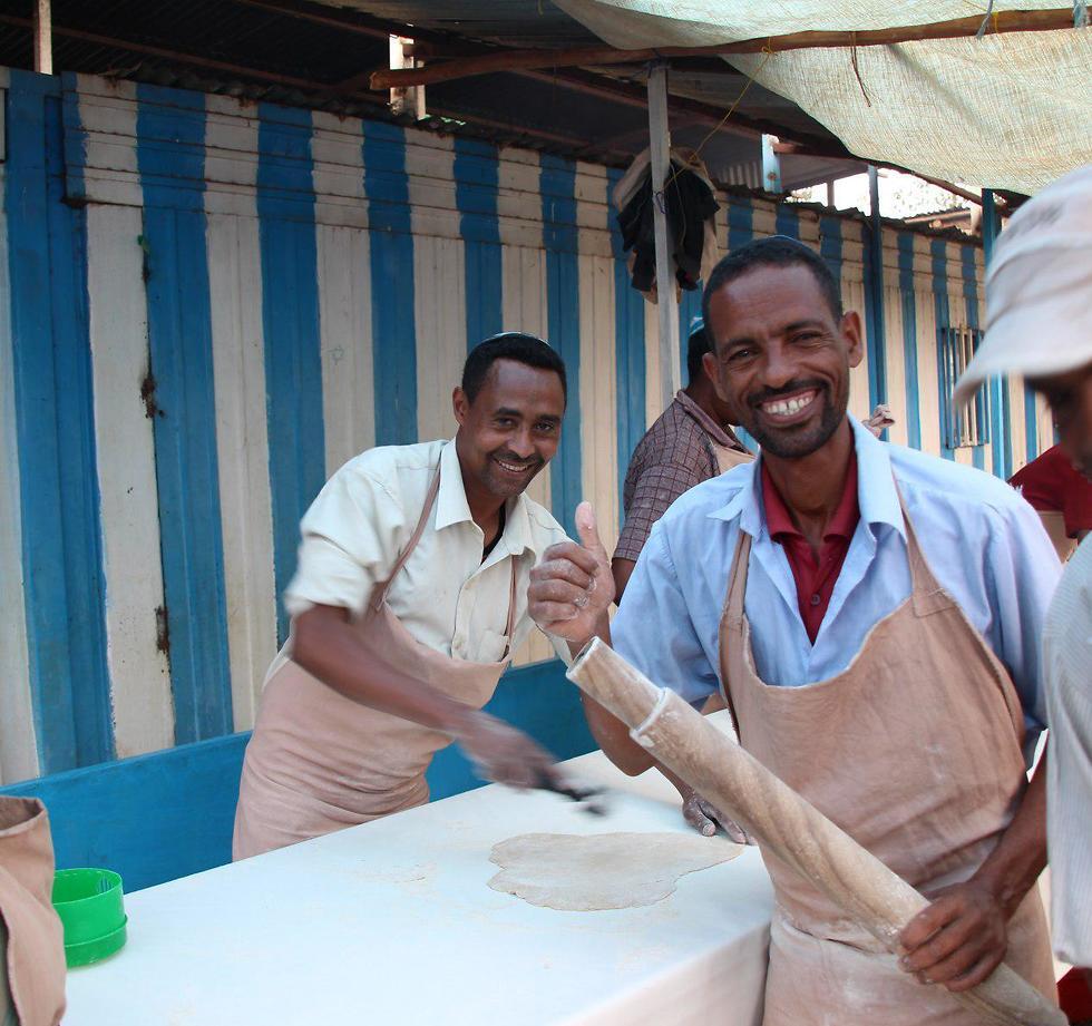 הכנות לליל הסדר באדיס אבבה, אתיופיה ()