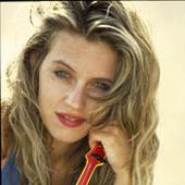 """""""אני שמחה ומודה על כל אהבה שהייתה לי בחיים"""". שירלי יובל, גרסת שנות ה־ 90"""