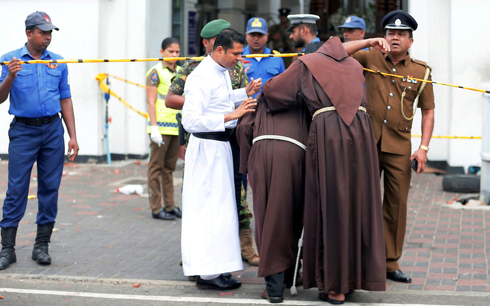 Monks comfort each other after bomb blasts in Sri Lanka (Photo: Reuters)