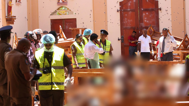 Emergency personnel at St. Sebastian's Church, Negombo (Photo: AFP) (Photo: AFP)