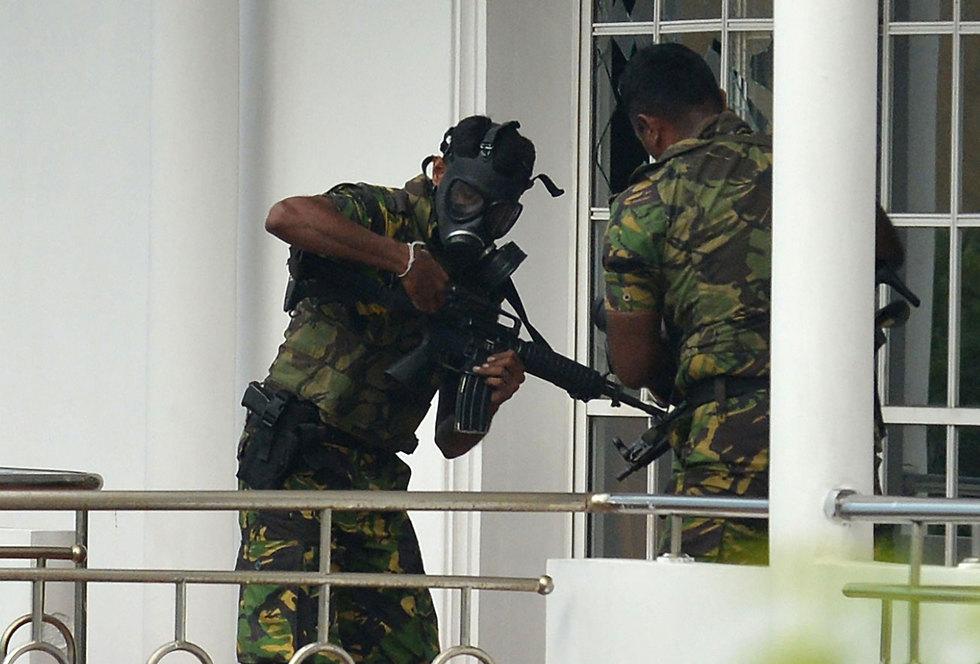 סרי לנקה מתקפת טרור פיגועים פשיטה על בית מצוד חשודים (צילום: AFP)