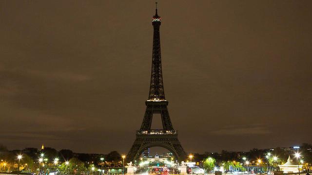 סרי לנקה מתקפת טרור פיגוע פיגועים מגדל אייפל פריז הוחשך  (צילום: טוויטר)