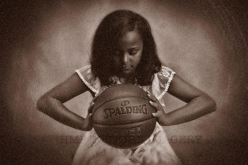 ללבוש שמלה ולעשות ספורט (צילום: HMP Couture Imagery)