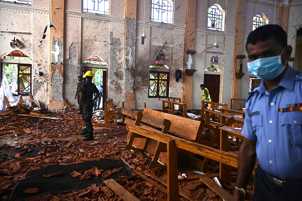 Security personnel inspect the interior of St. Sebastian's Church in Negombo on April 22, 2019 (Photo: AFP)
