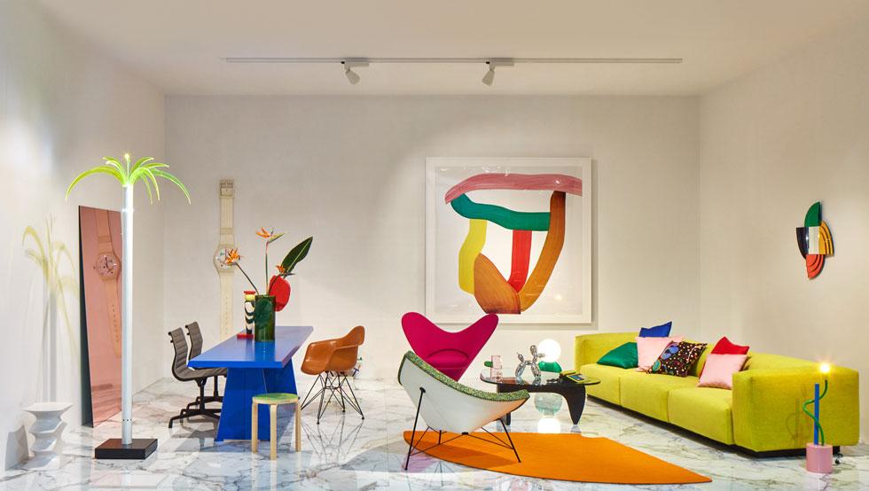 איך מציגים מחדש אוסף רהיטים קיים, באופן מזמין וכובש? Vitra השווייצרית אחראית, גם השנה, לאחד הביתנים המרהיבים במילאנו
