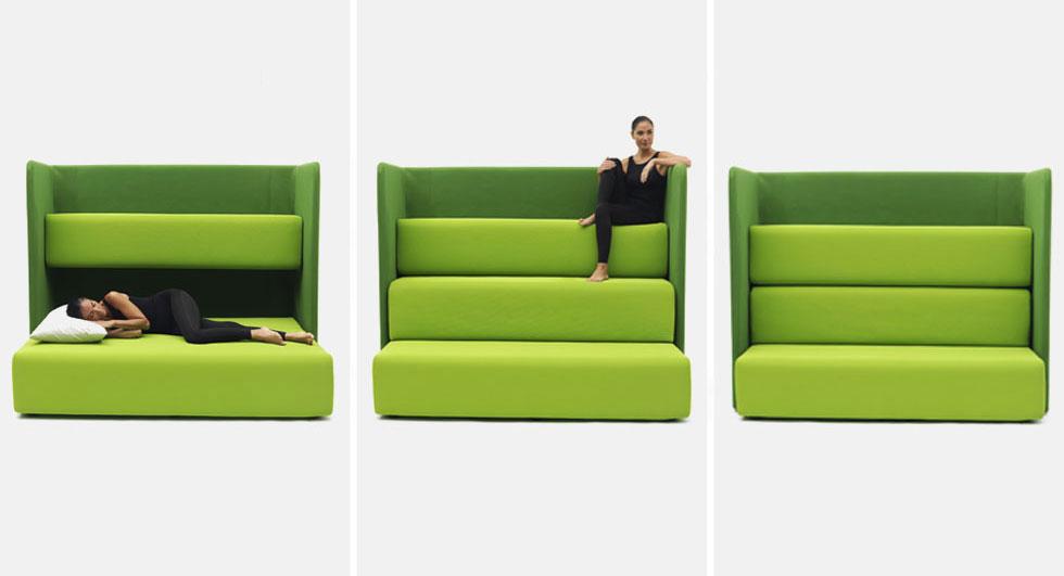 Campeggi מתמחה בפתרונות ריהוט יצירתיים לדירות קטנות. השנה הציגו בין היתר את Maracanà – ספת טריבונה שנפתחת למיטה בעיצוב עמנואל מג'יני, ואת Hako , שולחן שנפתח לשתי כורסאות בשעת הצורך בעיצוב סאקורה אדאצ'יי (צילום: Ezio Prandini)