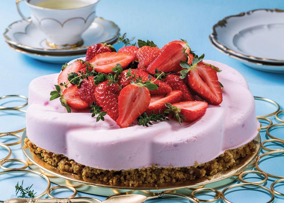 Десерт из корнфлекса и клубники. Фото: Боаз Лави