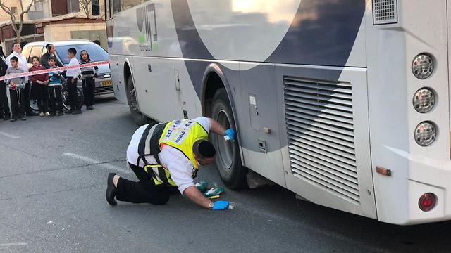 ילד בן 4 תאונה תאונת דרכים נדרס אוטובוס ביתר עילית (צילום: נתן קינג)