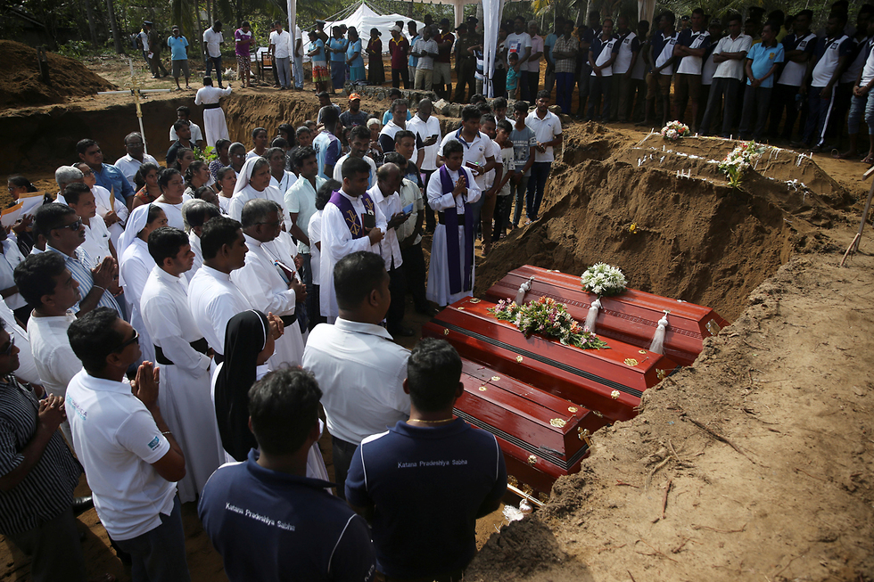 Funeral of the victims killed in Sri Lanka terror attacks (Photo: Reuters)