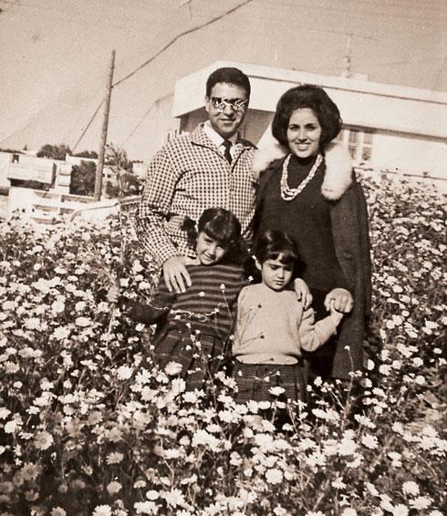 אסתר וויקטור עם נתי ואיבון, שנקראה על שם אמה (צילום: אלבום פרטי)