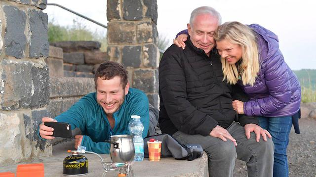 Avner Netanyahu takes a selfie with his parents