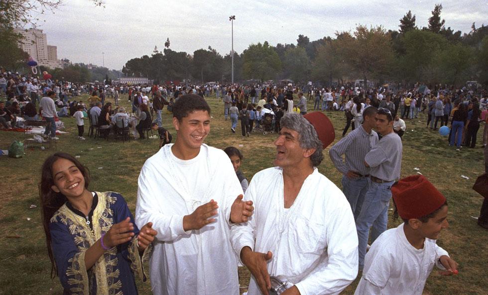 """1997: גן סאקר בירושלים (צילום: אבי אוחיון, לע""""מ)"""