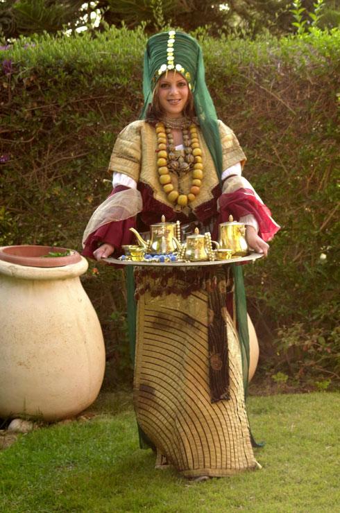 2004: תלבושת עממית מרוקאית בבאר שבע (צילום: מאיר אזולאי)