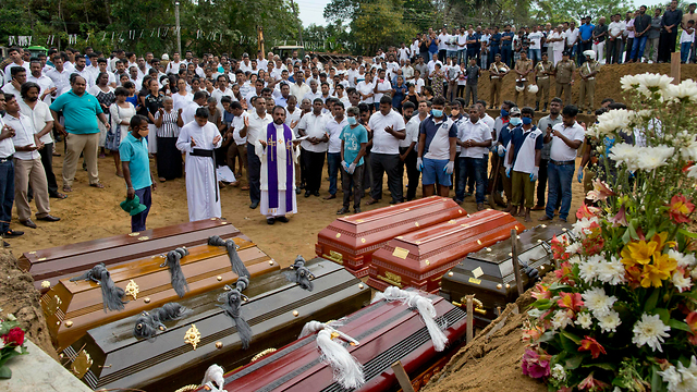 Funeral of the victims killed in Sri Lanka terror attacks (Photo: AP)