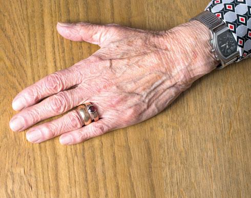 """""""אני לא נפרדת מהטבעות האלו"""" (צילום: יובל חן)"""