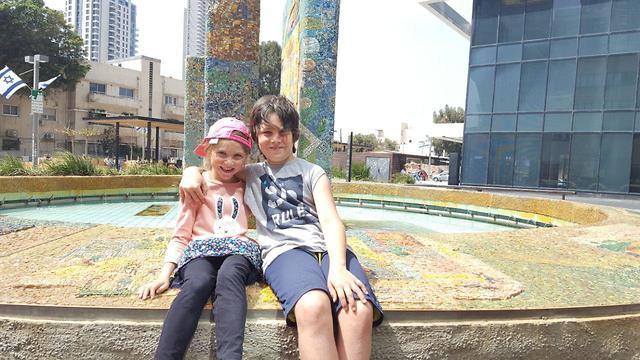 מטיילים מזג אוויר מוזיאון נחום גוטמן לאמנות ב תל אביב דניאל ועפרי פינטו ()