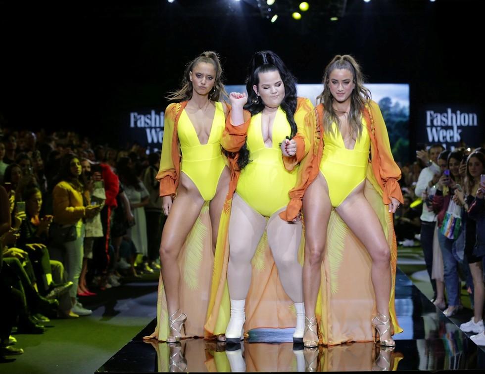 Нета Барзилай совершила прорыв в демонстрации купальников на Неделе моды в Тель-Авиве. Фото: Ави Вальдман