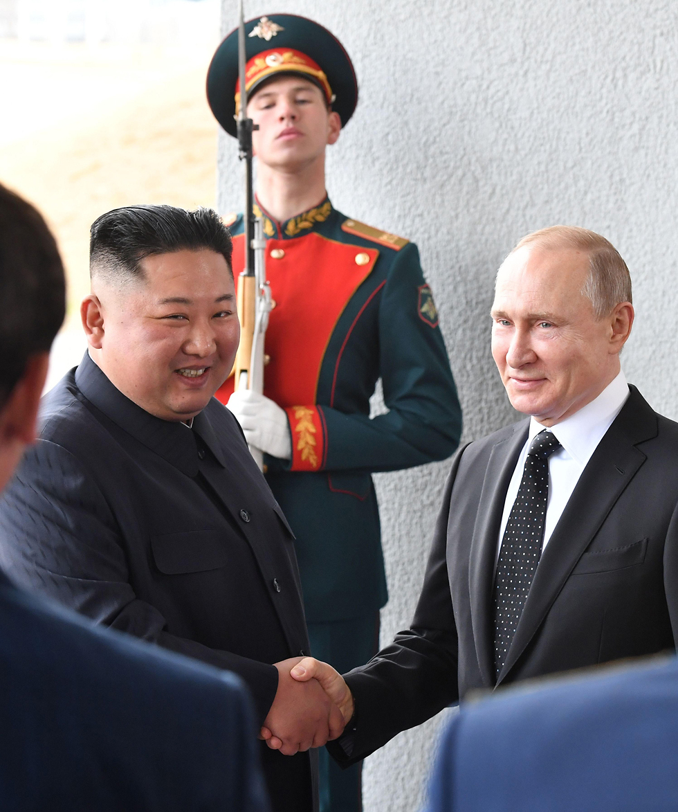 Kim and Putin shake hands (Photo: AFP)