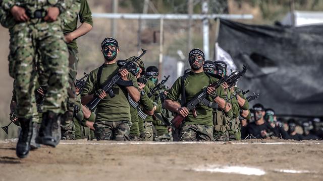 Hamas militants in Gaza during training exercise (Photo: EPA)