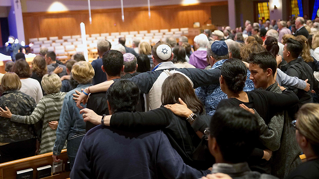 A candlelight vigil at Rancho Bernardo Community Presbyterian Church for victims of the synagogue shooting (Photo: AFP)