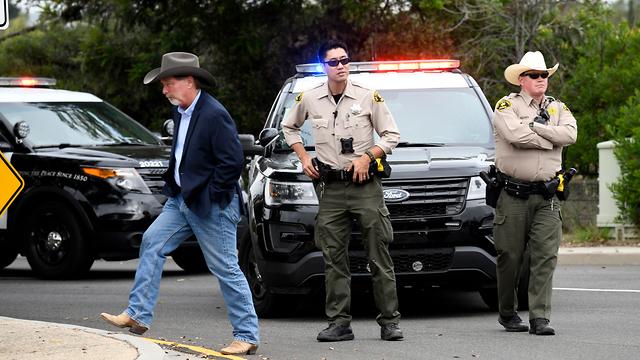 """תמיכה קורבנות בית ה כנסת של חב""""ד פאווי קליפורניה ארה""""ב פיגוע ירי"""