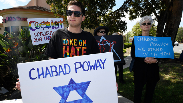 Supporters outside synagogue in San Diego (Photo: AP)