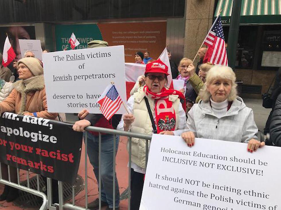 הפגנה קונסוליה ניו יורק לאומנים פולין אנטישמיות ()