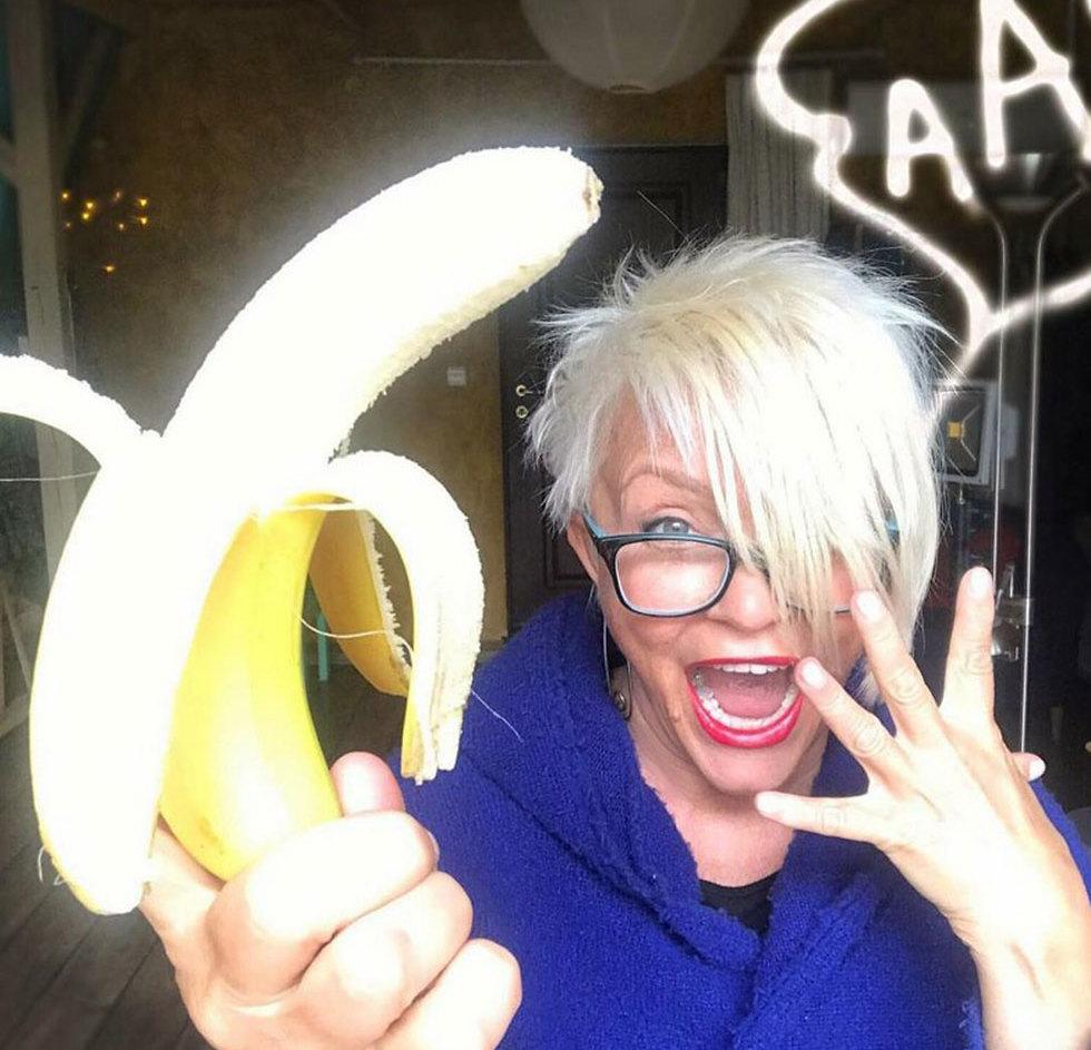 פולין מחאה בננות בננה צנזורה מוזיאון גלריה אומנות ()