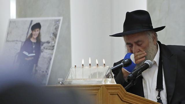 Rabbi Yisroel Goldstein presides over Lori Kaye's memorial service (Photo: AP)