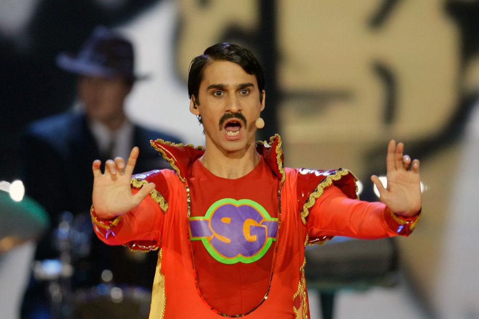"""צ'כיה, 2009. חליפת ה""""סופרמן"""" האדומה שלבש סולן להקת ג'יפסי, לא עזרה לו הרבה בדרך לניצחון והם סיימו את חצי הגמר הראשון של האירוויזיון עם 0 נקודות. רק על השפם הסקסי היה מגיע להם דוז פואה (צילום: AP)"""