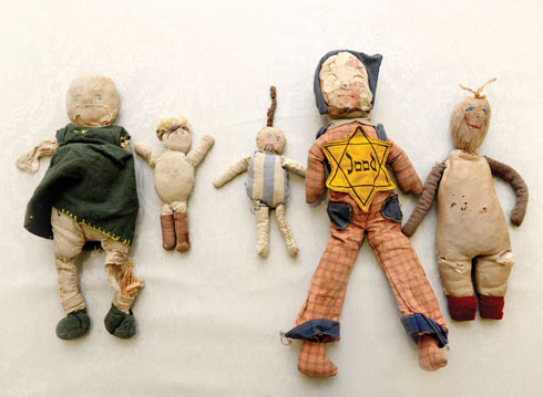 """""""התכוונתי להעביר את הבובות ל'יד ושם', אבל הן חלק מההיסטוריה של המשפחה"""" (צילום: קובי קואנקס)"""