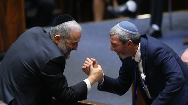 MKs Rafi Peretz and Aryeh Deri at the 21st Knesset's opening meeting (Photo: Amit Shabi)
