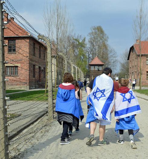 Израильские школьники на экскурсии в концлагере Польши. Фото: Моше Мильнер, ЛААМ