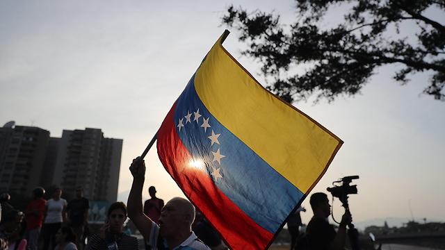תומכים של חואן גוואידו (צילום: EPA)