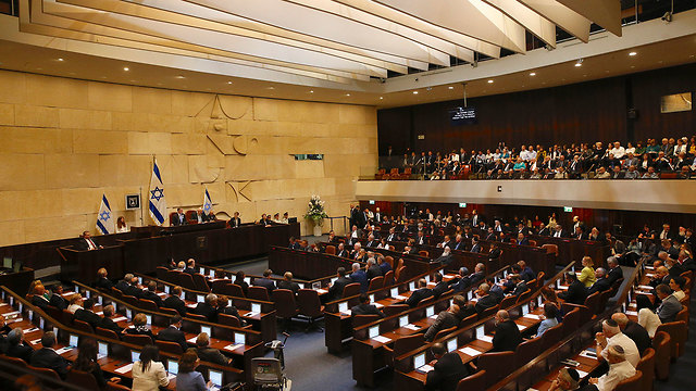 21st Knesset hold its first plenum (Photo: AP)