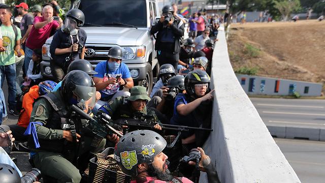 תומכי חואן גוואידו ב קראקס ונצואלה עימותים ניסיון הפיכה (צילום: AP)