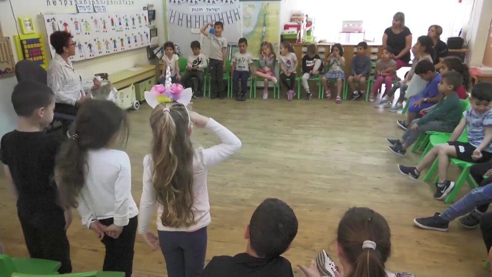 לימוד יום השואה בגן ילדים (צילום: עידו ארז)