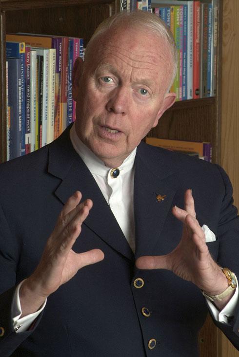 לא האמינו שהוא אי פעם יצליח לסיים את לימודי התיכון. טוני בוזן (צילום: wikipedia.org)