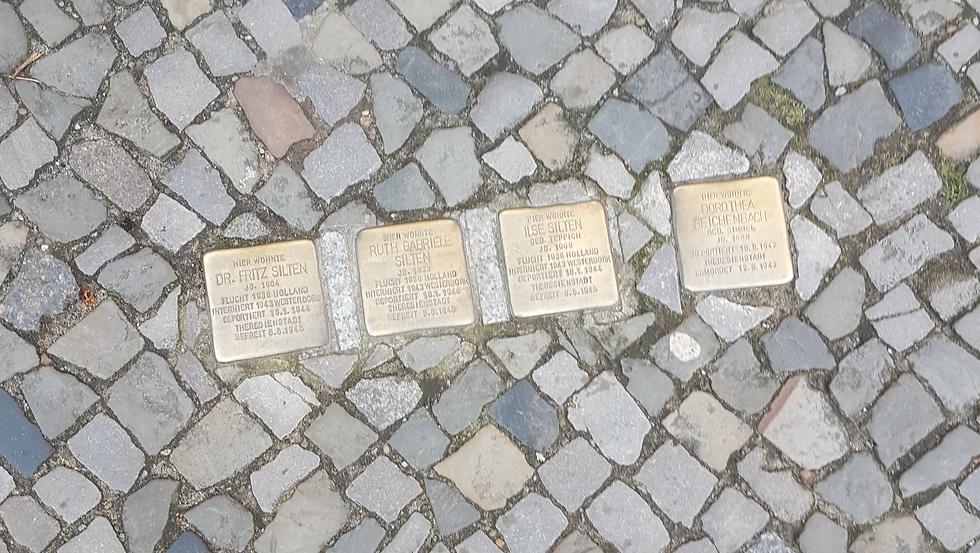 אבני נגף בברלין (צילום: שימרי טוריס)