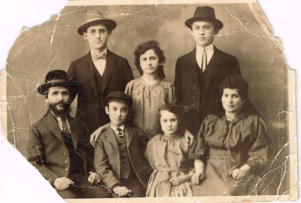 משפחת גוזיק בדוקלה, שנות ה-20 (באדיבות משפחת גוזיק)