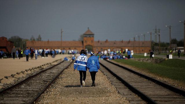 מצעד החיים אושוויץ פולין (צילום: EPA)