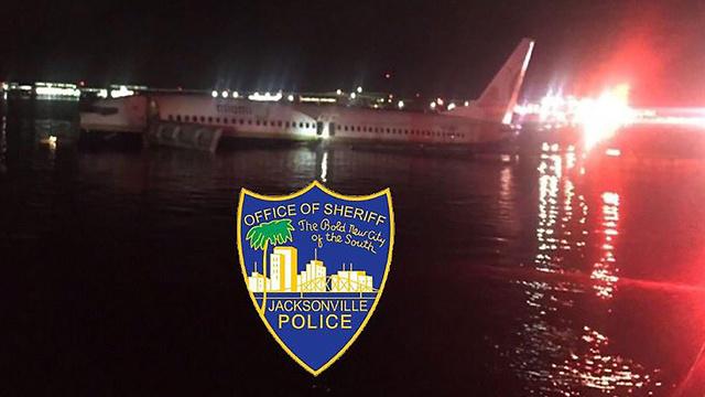 מטוס בואינג 737 נחת בנהר בפלורידה (צילום: AFP)