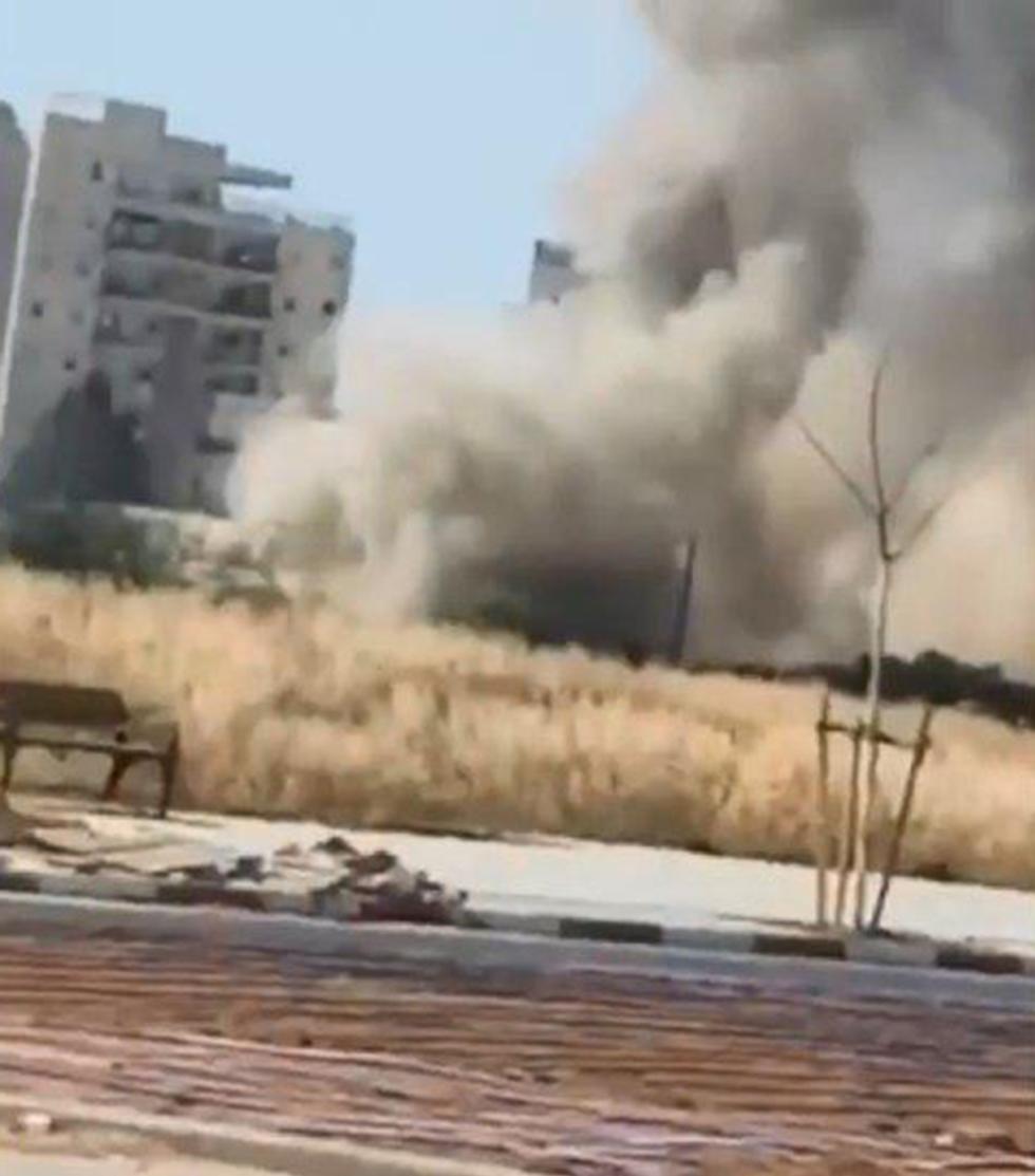 Eyewitness footage of a rocket strike in Ashkelon